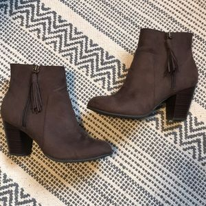 Old Navy Bootie / Faux Suede